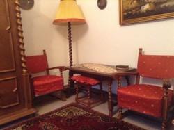Koloniál fotelek