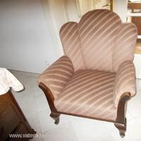 Szép formájú olvasó fotel