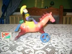 Régi bakelit játék - ló, lovassal - sérült, hiányos
