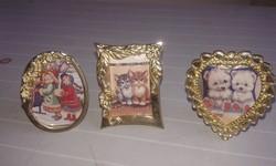 Miniatűr fényképek fém keretben