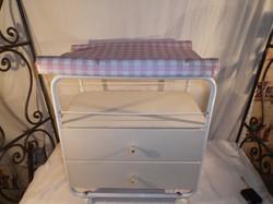 Pólyázó asztal - játék - Német - nagy - mérete alapján éjjeli szekrénynek is használható !