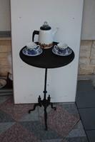 RÉGI ASZTAL ÁLLVÁNY VAS KERTI DÍSZ.Szobortartó,kávézó asztalka.pikniknél menő darab lehet!!!