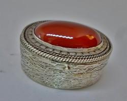 Szépséges kis ezüst dobozka karneol kővel