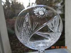 Részletgazdag csiszolatokkalt talpas pezsgős kristály pohár-14,5 cm