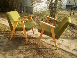 Jó formájú retro kis fotel Jaroslaw Chierowski 366 típus magyar megfelelője