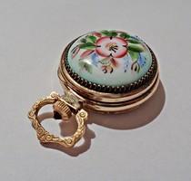 Aranyozott, virágos porcelán fedelű medál óra