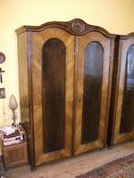 Tömörfa antik kétajtós szekrény az 1900-as évek elejéről