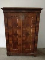 Biedermeier kétajtós szekrény, 1840-50-es évek, szobai állapotban.