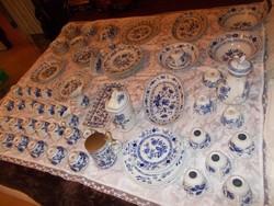Szépséges antik  hagymamintás tálaló 91 daraból álló gyűjtemény
