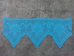 Cakkos kék színű kézzel horgolt terítő 77 x 32 cm