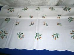 Régi kézzel hímzett makkos mintás terítő fehér alapon 84 x 84 cm