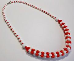 Piros-fehér üveg nyaklánc