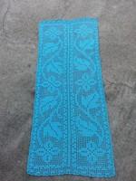 Kék színű kézzel horgolt terítő 107 x 45  cm