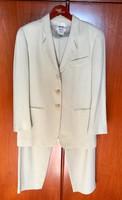 MANI eredeti olasz női  kosztüm jó pár éve vásárolt de sohasem hordott