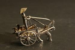 Mini Ezüst Lovaskocsit Hajtó Férfi Figura Miniatűr Ló Szekér Vietnámi Kalap Keleti Szobor Régi Antik