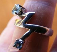 925 ezüst gyűrű, 17,3/54,3 mm, kék topázokkal