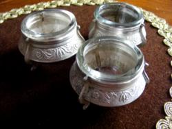 Három csodás, ezüstözött, antik, üvegbetétes, asztali fűszertartó, szép trébelt mintával