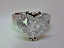 Csodálatos ezüst gyűrű nagy szív alakú kővel