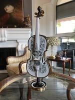 Szász Endre aranyozott porcelán hegedű