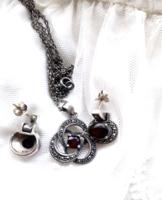 Csodálatosan szép, patinás, több helyen jelzett gránátköves, markazitos ezüst szett