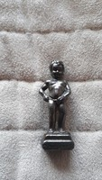 Pisilő kisfiú Brüsszel szobor Manneken Pis