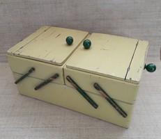 Vintage többfiókos varró doboz.