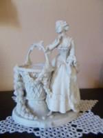 Bisqvit figura Nő a kosárral