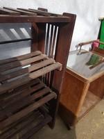 Etazser jellegű könyvespolc, egy rúdja törött, és használva volt, kb.egy méter