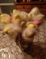 Retró tollas tojás hurkapálcikán, húsvéti dekoráció