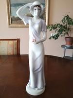 Hollóházi porcelán, kézzel festett lila ruhás, kalapos nő, hatalmas figura, 42 cm