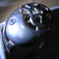 925 ezüst gyűrű, 17,9/56,2 mm őssejt motívummal