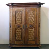 0J845 Antik osztrák típusú barokk szekrény