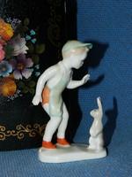 Aquincum porcelán szobor, fiú nyuszival