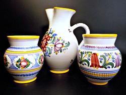 Modra kézzel festett majolika kancsó és váza páros