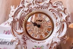 Porcelán asztali  vagy kandalló óra
