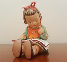 M.J. Hummel-Goebel olvasó kislány figura