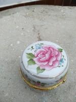 Porcelán ékszertartó, órával