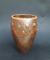 Vulkán hangulatú bogyócskás díszítésű retro iparművész kerámia váza
