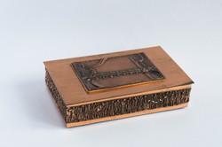 Retro iparművész fém doboz tetején rátéttel