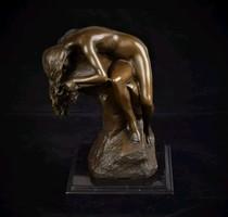 Sziklán fekvő nő akt - kisplasztika bronz szobor