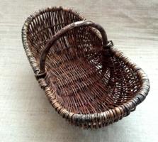 Nagy méretű régi fonott kosár vesszőből készített fogóval