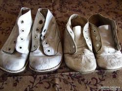 2 pár régi antik bőrtalpú baba cipő vagy gyerekcipő egyben