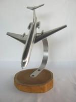 Fém repülő repülőgép