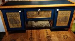 Komód, cipős szekrény vagy tv szekrény egyedi mintával díszítve