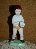 Porcelán víz öntő fiú.