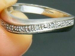Hullám mintás brilliáns gyűrű