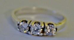 Gyönyörű ezüst gyűrű fehér kövekkel 63-as méret