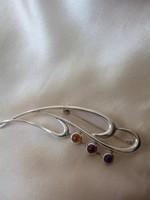 Gyönyörű art deco, ezüst jelzéssel  kitűző, borostyán,rubin és ametiszt kövekkel