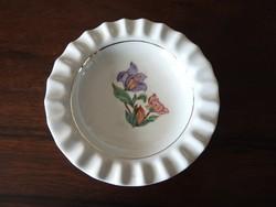 Bordázott peremű virágmintás asztalközép kínáló tál