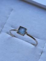 Különleges finom kék köves arany gyűrű
